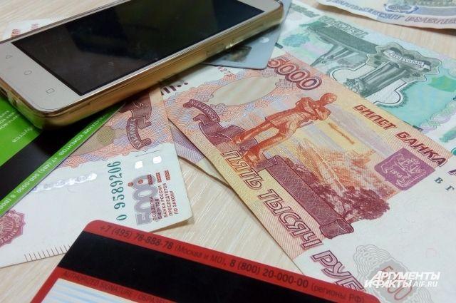 Тюменец перевел на свой счет с чужого телефона 74 тысячи рублей