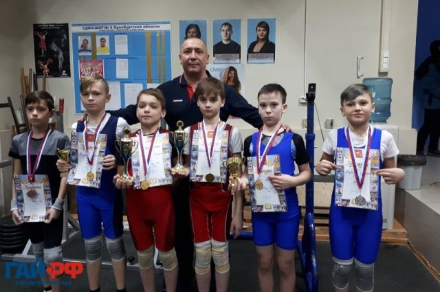 В областном первенстве по тяжелой атлетике приняло участие более 70 спортсменов.