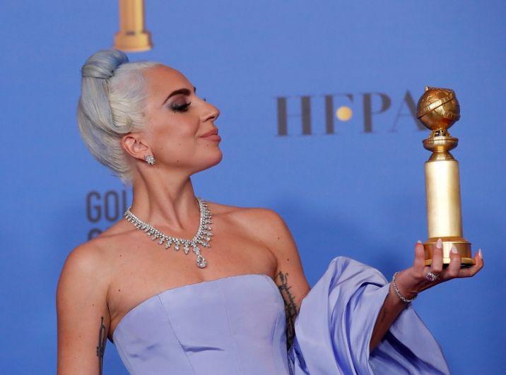 Леди Гага - приз за лучшую песню.