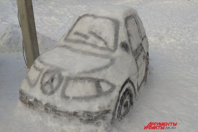 Эксперт посоветовал тюменским водителям зимой чаще заезжать на автомойку