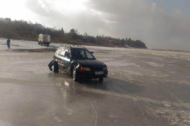 Пропавших в Хабаровском крае рыбаков в утонувшей машине не оказалось