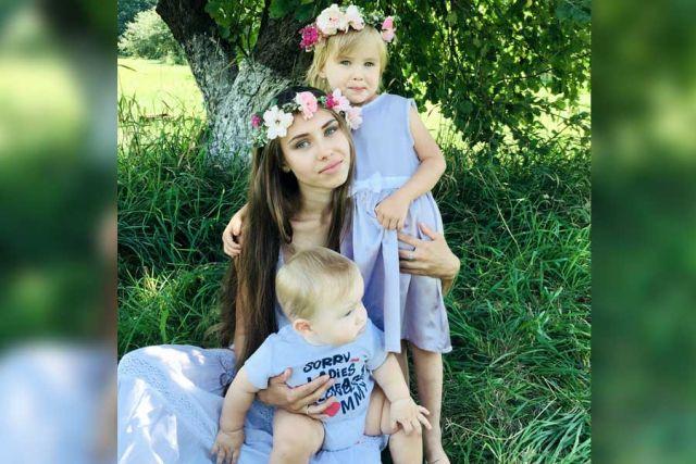 Малолетние дети должны жить с матерью.