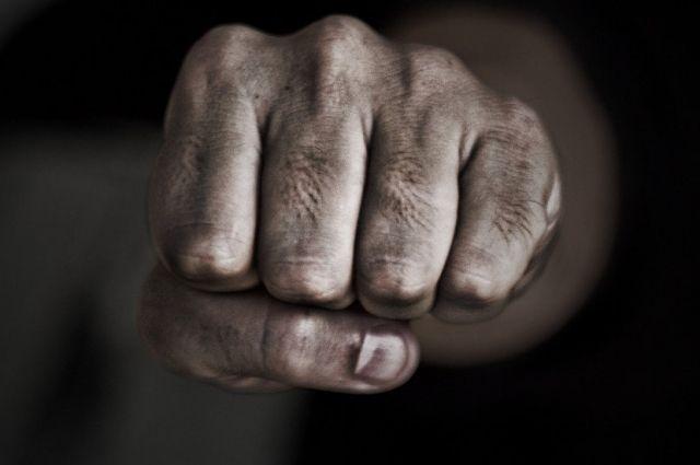 В Харькове двое мужчин избивали и грабили одиноких прохожих