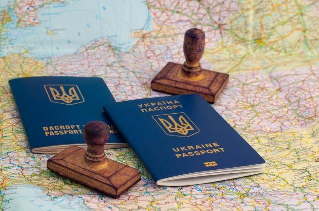В Польше семья украинцев пыталась выехать с фальшивыми штампами в паспортах