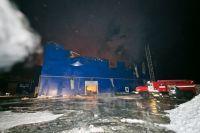 Обрушилась крыша: пожар на заводе в Новосергиевском районе локализован