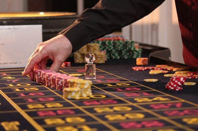 Должник не оплатил штраф за незаконные азартные игры.