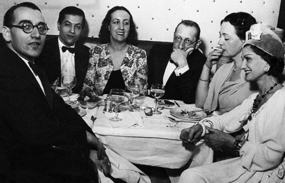 """""""Есть время работать и есть время любить. Никакого другого времени не остается"""". 1920-ые годы стали для Коко Шанель успешными не только в карьере, но и в любви. Именно в это время у нее начинается связь с композитором. Природа всегда подбирает поровну: он - гениальный композитор, она - создатель моды."""