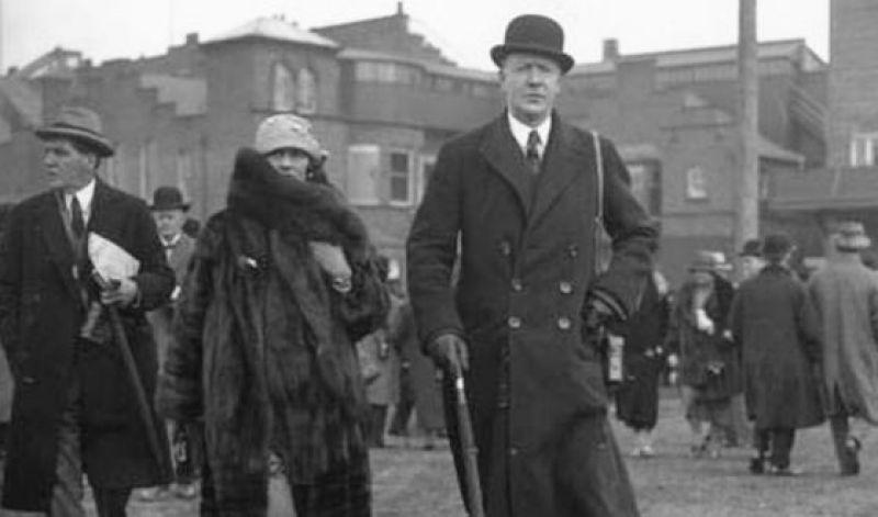 Увы, именно эта дружба с мужчинами чуть не стала гибелью для Шанель. В годы Второй мировой Шанель уехала из Франции, закрыв свой магазин. В руки нацистов попал ее племянник и чтобы вызволить его, Шанель пришлось стать чуть ли не агентом Абвера - она даже поехала в Испанию на встречу с Уинстоном Черчиллем. Эту