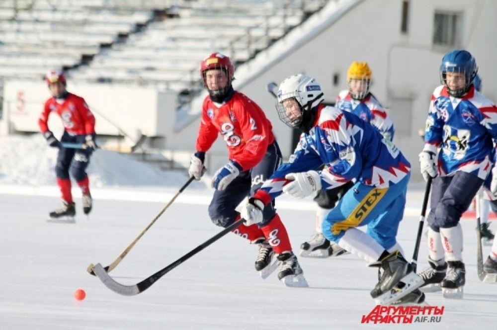 По четыре мяча в ворота соперника отправили хоккеисты Роман Шохов и Антон Скрипкин.