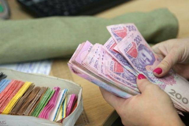 В Украине на 50% подняли зарплаты отдельным чиновникам, судьям и прокурорам