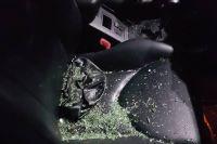 В центре Киева неизвестные разбили окно машины и ограбили ее владелицу, которая была внутри авто.