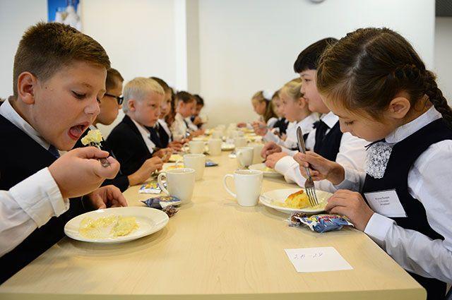 Правда ли, что школьникам запретят приносить еду с собой?