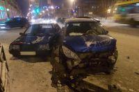 В результате ДТП водители автомобилей «Пежо» и «ВАЗ-21099» получили травмы.