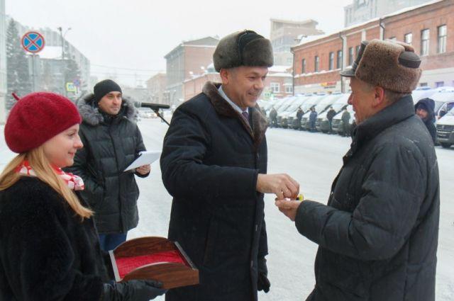Новосибирские медики получили 24 новые машины скорой помощи