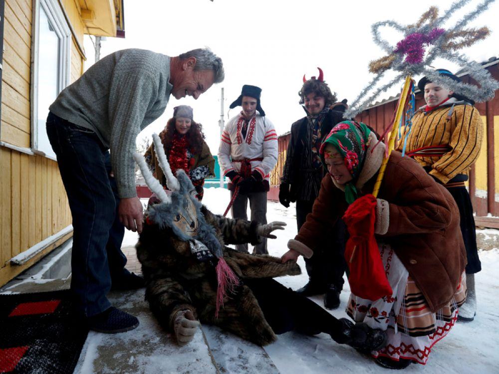Рождественские колядки в одном из сел в Белоруссии.