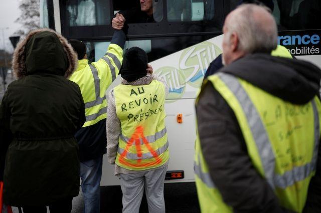 Протесты «желтых жилетов»: воФранции арестовали 30 человек