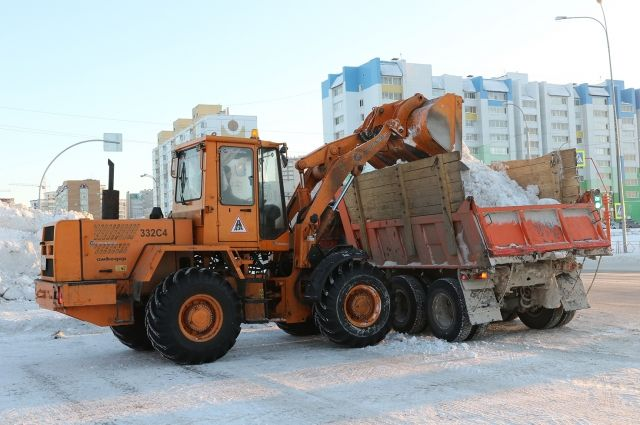 В дневную смену на дорогах Кемерова работают 147 снегоуборочных машин и 245 рабочих.