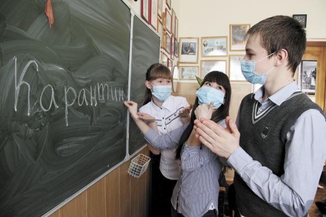 Карантин в школах введен с 14 января, а вот дата окончания не сообщается. Продолжаться карантин будет до улучшения ситуации.