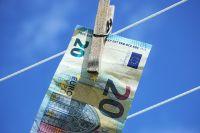 Расчеты в долларах и евро на территории Украины формально запрещены, - НБУ