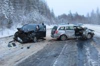 В столкновении автомобилей Opel и Honda пострадали четверо человек.