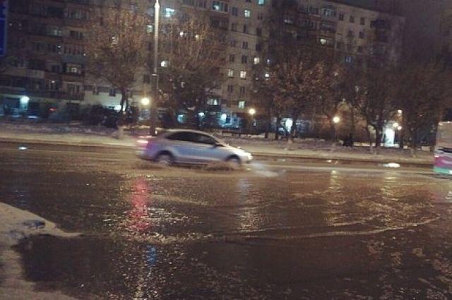 В Тюмени на улице Ямской произошел потоп