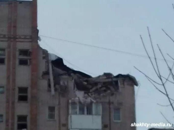 Разрушена крыша примыкающей пятиэтажки