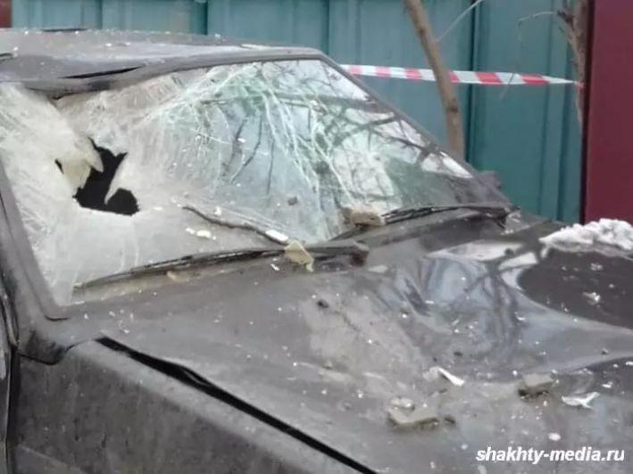 Взрывом повредило и припаркованные во дворе машины