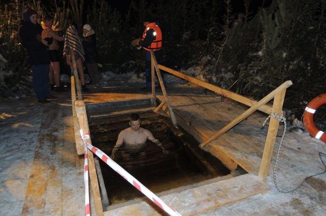 На месте будут работать две тёплые палатки для переодевания.