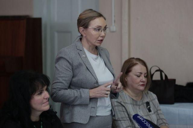 Марина Чекунова (в центре)