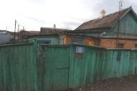 Дом в центре посёлка Ильского, в котором жили пенсионеры.