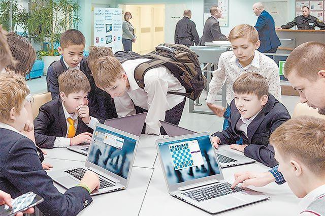 В онлайн-сервисе «Мои достижения» можно не только контрольные писать, но и в шахматы играть.