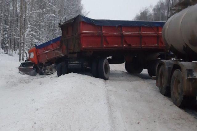 Водитель автомобиля KIA двигался по автодороге Подъезд к Перми от М7 Волга.