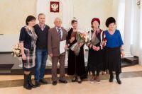 83-летняя Галина Климова и 81-летний Михаил Кынкурогов в ЗАГСе
