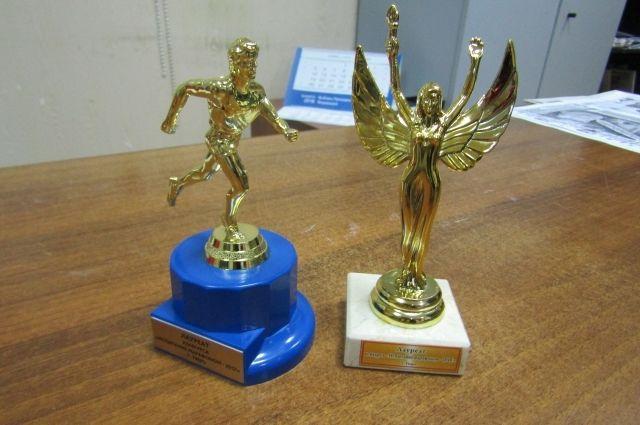 Такие статуэтки вручались победителям конкурса «Испытание марафоном».