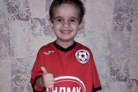 Маленький Лионель Месси Николаевич тоже живет футболом.