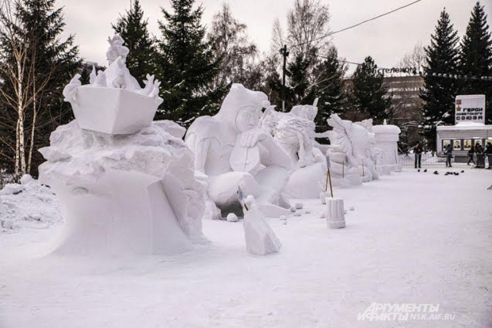 Скульптуры простоят в Первомайском сквере до 31 января.