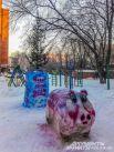 Символ года - одна из любимых тем для снежного творчества в Новосибирске.