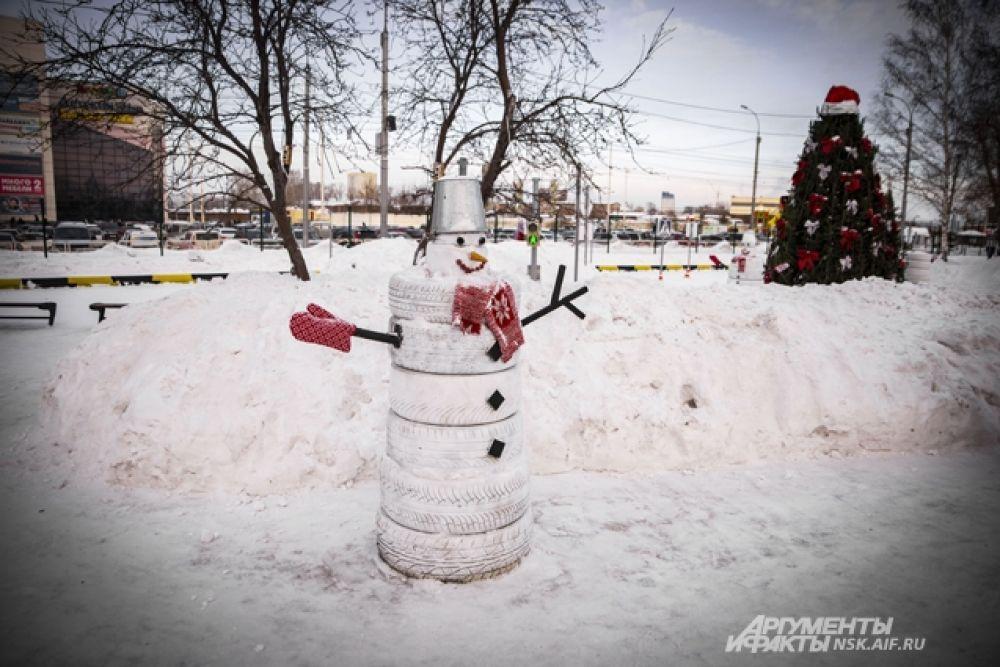 В этом году в Новосибирске выпало очень много снега - идеально для творчества.