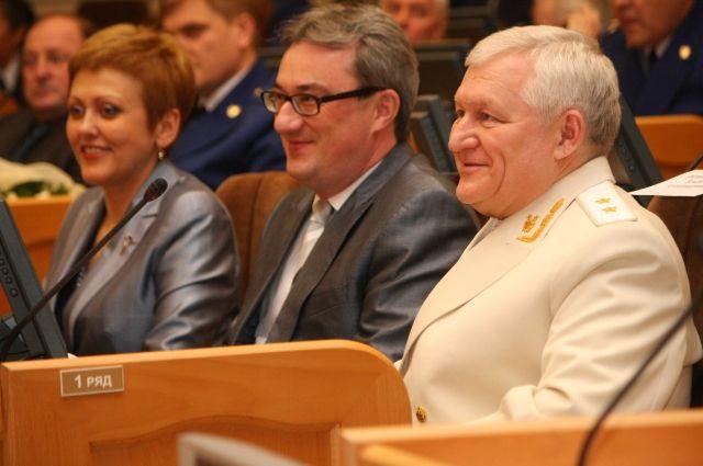 Подарки от Константина Ромаданова принимали руководители региональных, муниципальных органов власти и федеральных структур.