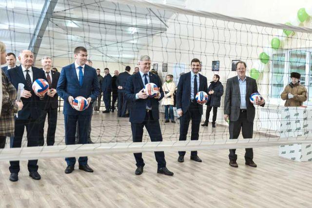 «ЭкоНиваАгро» сопровождает открытие каждого нового предприятия небольшими шоу, на этот раз оно было спортивным.
