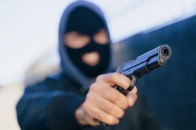 В Харькове полицейского обстреляли из пистолета прямо на крыльце его дома