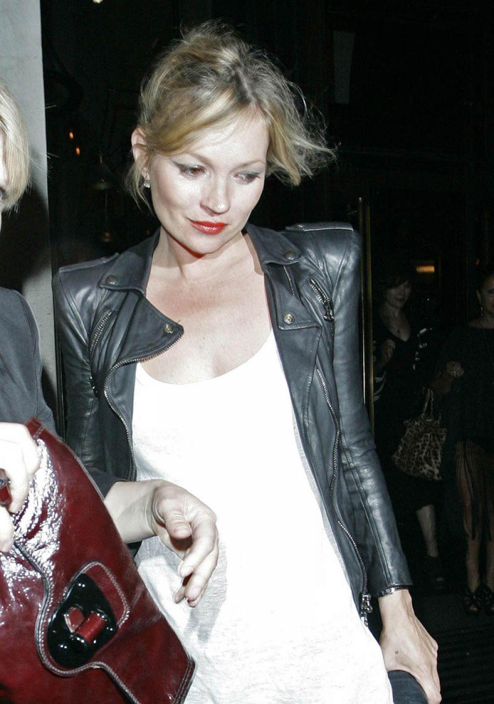 Кейт Мосс возвращается после вечеринки. 2010 год.