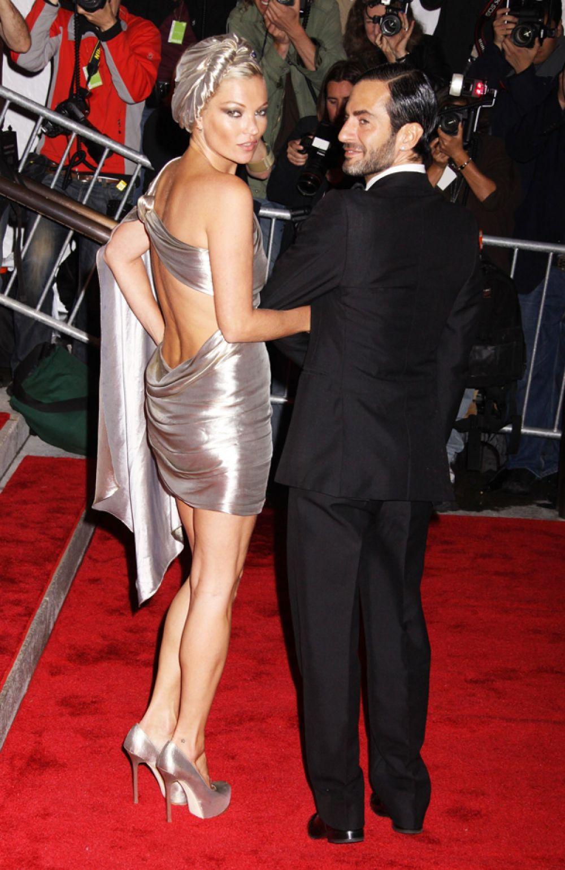 Кейт Мосс на торжественном открытии Бала Института костюма Met Gala. 2009 год.