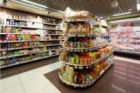В Новом Уренгое парочка вынесла из магазина алкоголь и продукты