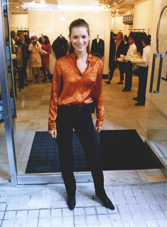 Кейт Мосс на открытии флагманского магазин CK в Гонконге. 1996 год.