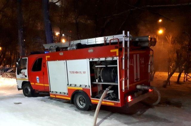 В центре Омска 34 пожарных тушили частный дом