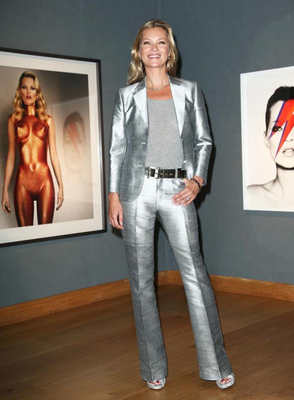 Кейт Мосс на предварительном показе аукциона Christie's, где будут выставлены работы с ее изображением. 2013 год.