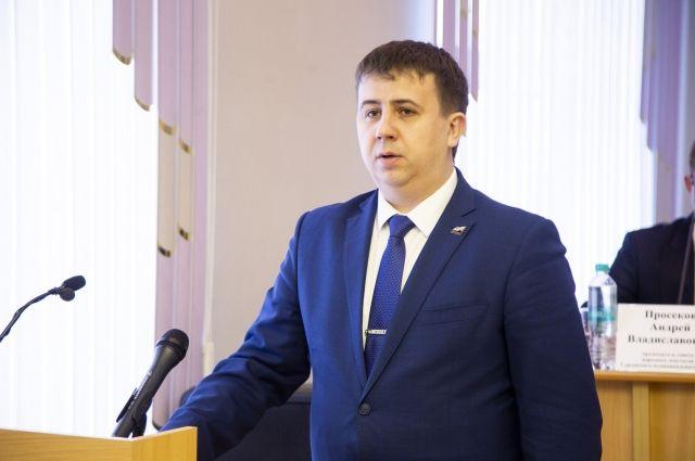 Во время принятия присяги Станислав Черданцев обещал действовать в интересах жителей района и работать над его развитием.