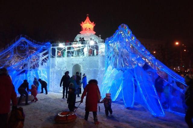 19 января в Перми подведут итоги фестиваля «Зимний вернисаж». Ледовые скульптуры можно посмотреть у Театра-Театра.