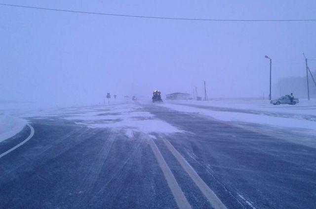 Междугородние трассы Хабаровского края перекрыли для движения из-за циклона.